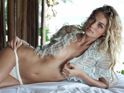 Джессика Хат. Бельевой стиль в купальном костюме – почему бы и нет? Смотрится роскошно!